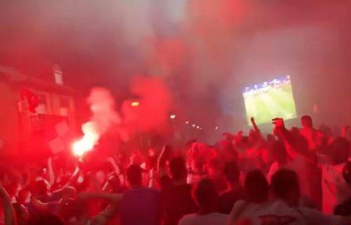 VELIKI NEREDI u Hrvatskoj: Tuča navijača i policije, bačen i suzavac! (VIDEO)
