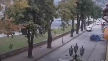 Bežao od policije, pa se zakucao u izloge prodavnica (VIDEO)