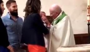 Snimak koji je šokirao svet: Svešteniku dojadio plač dečaka na krštenju, pa ga OŠAMARIO (VIDEO)