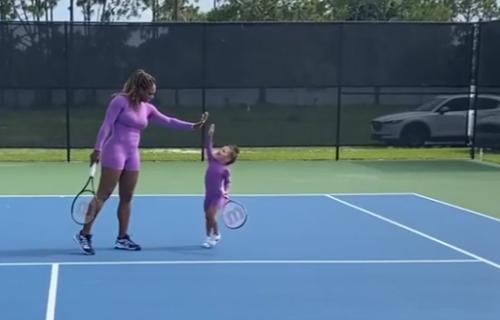 Serena izašla na teren sa naslednicom: Preslatka Aleksis sve oduševila svojom igrom! (VIDEO)