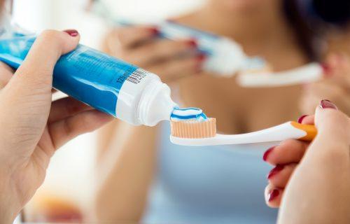 Da li znate kako se pravilno održava četkica za zube? Na OVOM mestu nikako ne smete da je držite!