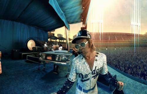 Veliko iznenađenje: Elton Džon dobio svoju Barbiku (VIDEO)