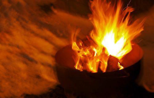 Zlu ne trebalo: 3 načina da BRZO ugasite zapaljeno ulje ili mast i sprečite požar u kuhinji! (VIDEO)