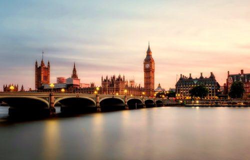 Britanija ukida karantin za putnike iz 75 zemalja, spisak do kraja nedelje
