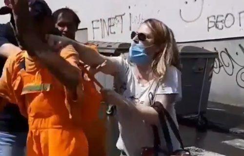 """Pogledajte SKANDALOZAN NAPAD na radnika """"Gradske čistoće"""", i to samo zato što je prao ulicu (VIDEO)"""