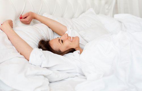 11 prostih načina da se razbudite brže i pobedite JUTARNJI UMOR