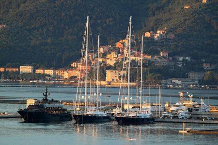 KOLAPS u svetskim lukama: Gotovo 600 brodova ČEKA na iskrcaj, odnosno ukrcaj robe – cene samo skaču