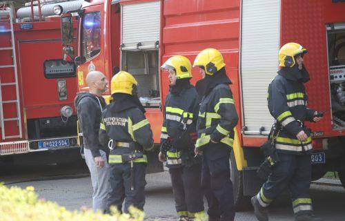 Vatrogasci EVAKUIŠU TRUDNICU: Lokalizovan požar na Novom Beogradu