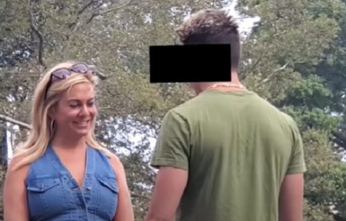Uhvatila dečka kako vodi njenu majku u krevet! Kad ju je šljepnuo po zadnjici, usledio je HAOS! (VIDEO)