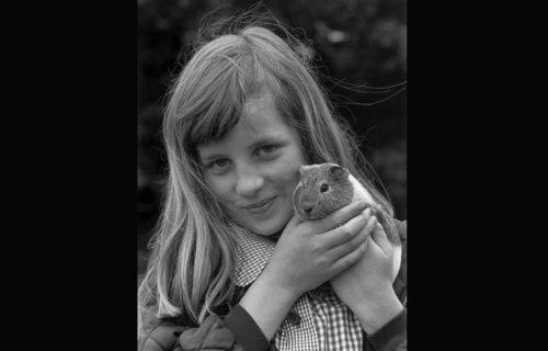 Danas bi proslavila 59. rođendan: Ceo svet je plakao za njom, da li prepoznajete devojčicu na slici?