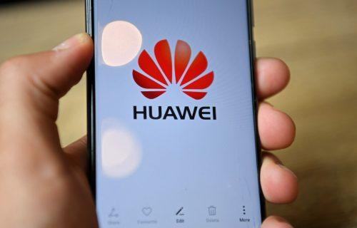 Džonson se predomislio, proteruju Huawei do 2027! Velika Britanija rizikuje gnev Kine