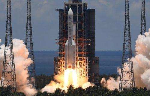 """Kinezi """"marširaju"""" ka Marsu: Uspešno započeta svemirska misija Tianwen-1 (VIDEO)"""