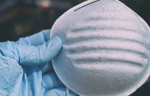 Britanski virusolog otkriva koliko dugo su ZARAZNE kapljice koje sadrže koronavirus
