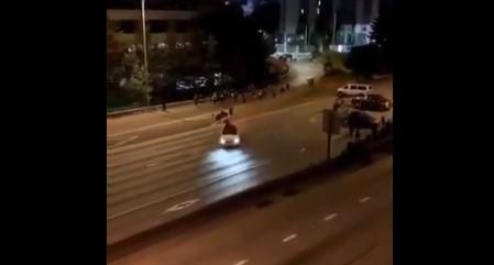 JEZIV SNIMAK osvanuo na društvenim mrežama: Auto pokosio demonstrante u Sijetlu (VIDEO)