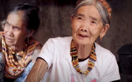Ova baka (103) je najstariji tatu umetnik na svetu: Kod nje i ratnici PLAČU od bola (FOTO)