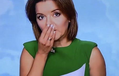 Voditeljki ispao ZUB u direktnom prenosu, zbog njene reakcije GORI internet (VIDEO)