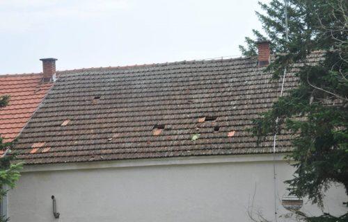 Škola na udaru huligana: Kamenjem gađali fasadu, oštetili crep pa kiša potopila kuhinju (FOTO)