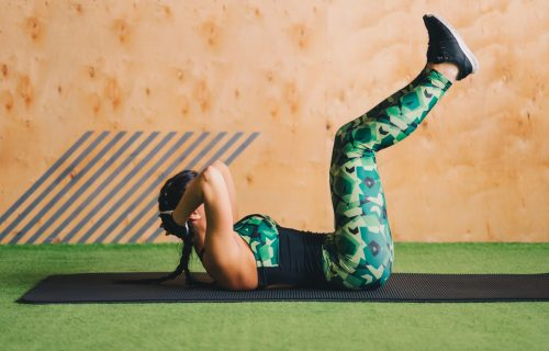 Osetite pulsiranje mišića: 4 kreativne vežbe za ZATEGNUTE trbušnjake (VIDEO)