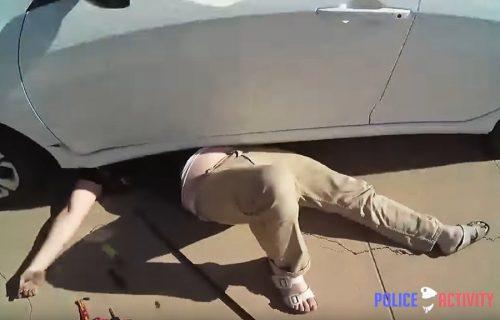 Za dlaku izbegao smrt! Popravljao je automobil kada se dizalica raspala (VIDEO)
