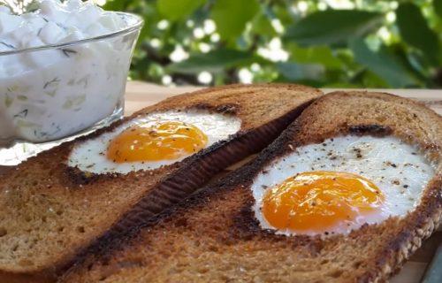 Brz doručak koji će vam dati instant ENERGIJU: Jaja na oko u HLEBU (VIDEO)
