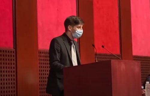 Tuga u svakoj izgovorenoj reči: Lav Pajkić se obratio okupljenima u Sava Centru (VIDEO)