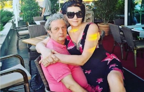 Supruga Milomira Marića podelila njegovu fotografiju SA PLAŽE, svi komentarišu njegov izraz lica (FOTO)
