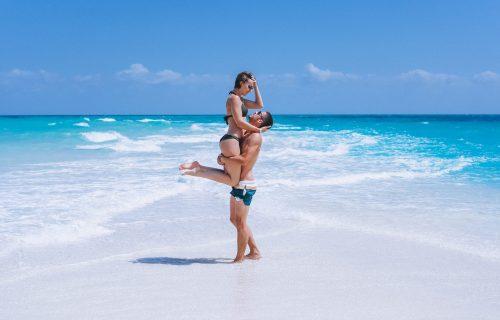 Bikini vezivanje i.... pepermint: 4 načina da vođenje ljubavi tokom leta postane još VRELIJE