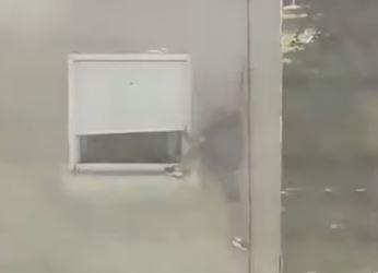 HEROJ! Srpski rvač se bez straha popeo uz zgradu i spasao zarobljenu devojčicu u Zrenjaninu! (VIDEO)
