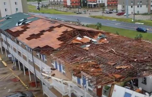 JEZIVA oluja u Melburnu: Troje mrtvih, drvo UBILO dečaka (4), 50.000 domova bez struje (VIDEO)