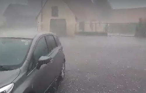 Nevreme pogodilo Hrvatsku: Tukao grad veličine ORAHA, kuće oštećene, a evo šta čeka Srbiju (FOTO+VIDEO)