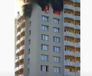 Ljudi SKAKALI kroz prozor pravo u SMRT: Stravičan požar u zgradi u Češkoj, među 11 mrtvih i deca (VIDEO)