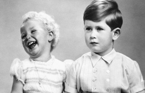 DA LI IH PREPOZNAJETE: Ovaj dečak je budući kralj, a njegova sestra sutra slavi 70. rođendan (FOTO)