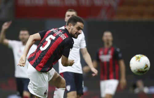 Rastanak mu teško pao: Ostao SAM na terenu i oprostio se od Milana (VIDEO)