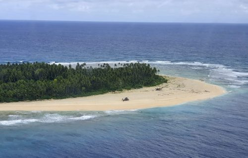 Mornari se nasukali na zabačenom ostrvu: Dosetili se FILMSKOG poteza i spasili sigurne smrti (FOTO)