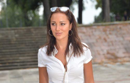 Luksuz i na stopalima: Aleksandra Prijović prošetala PAPRENO SKUPE sandale, svi su gledali u njih! (FOTO)