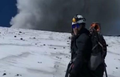 Alpinisti bez straha: Popeli se do AKTIVNOG vulkana, a onda su izvadili nešto iz džepova (VIDEO)