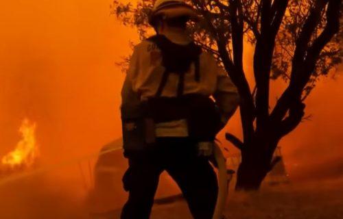 Kalifornija PONOVO GORI! Evakuisano preko 20 hiljada ljudi, vatrogasci se bore protiv požara (VIDEO)