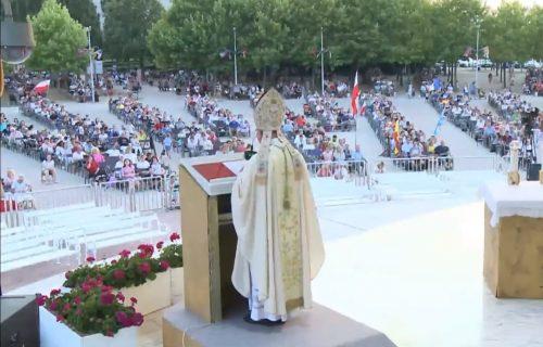 Uprkos koroni, hiljade katolika na festivalu u Međugorju
