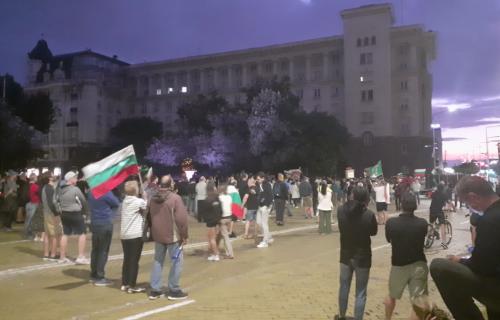 HAOS u Bugarskoj! Demonstranti blokirali ulaz u vladinu agenciju, evo šta traže! (FOTO)