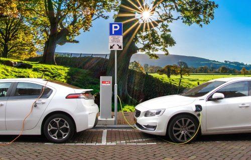 Budućnost na utikaču: Za 10 godina trećina automobila u svetu biće električna