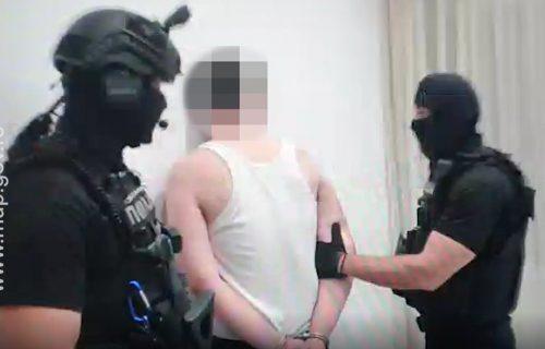 """Ušetao sa """"uzijem"""" u kafić na Vračaru: Crnogorac optužen za pokušaj ubistva"""
