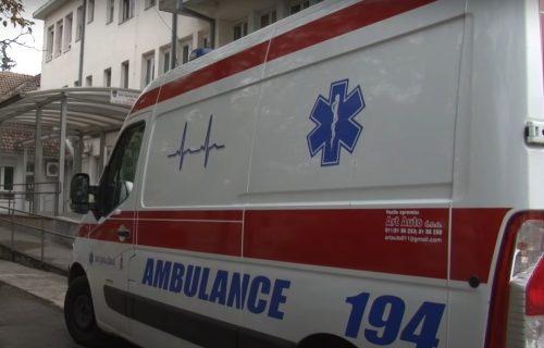 Strašno! Još jedna saobraćajna nesreća u Nišu: Biciklista naleteo na automobil, prebačen u Urgentni