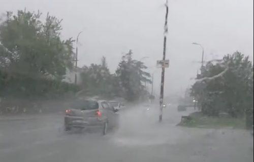 Nevreme se sručilo na Hrvatsku: Reke na ulicama, za pola sata temperatura pala za 14 stepeni (VIDEO)