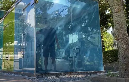 Ne kucajte na vrata više ako je ZAUZETO: Moderni javni TOALET je postao HIT! (VIDEO)