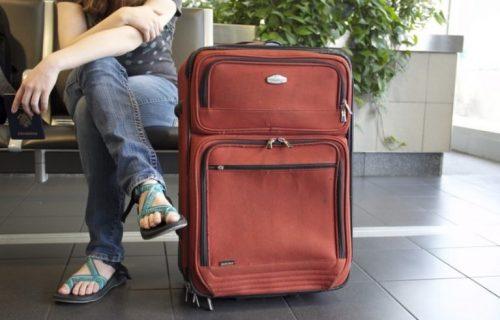 Majka i ćerka zaustavljene na aerodromu: Kada su otvorile kofer, svi su počeli da se TRESU