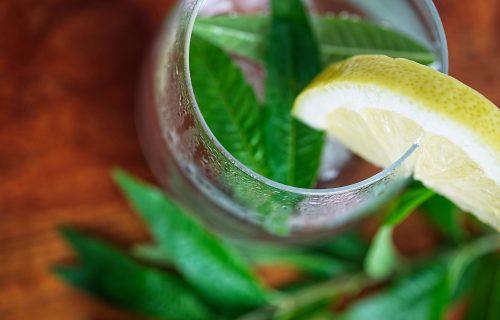 Nisu limun i đumbir jedini na svetu: Namirnice koje pomešane sa VODOM tope masti sa STOMAKA (RECEPT)