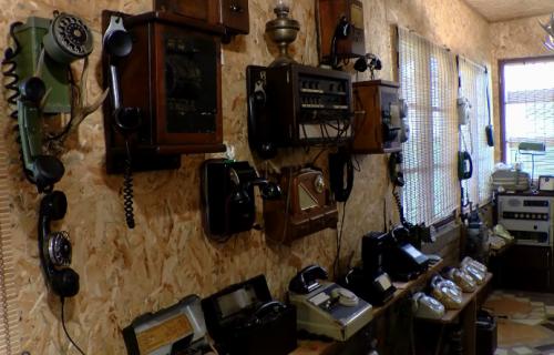 Neobičan muzej u selu Šušara: Upoznajte se sa istorijom telefona (VIDEO)