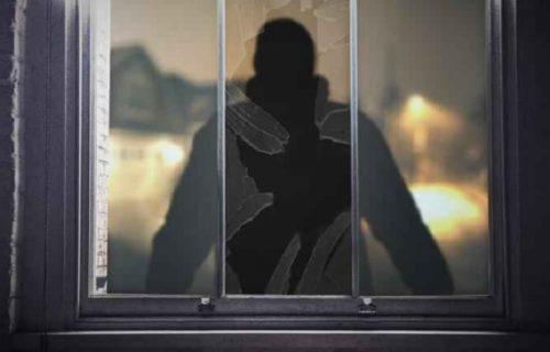Otac uhvatio muškarca u ćerkicinoj sobi: Prebio ga na mrtvo ime, a u policiji ga šokirali ODLUKOM (VIDEO)