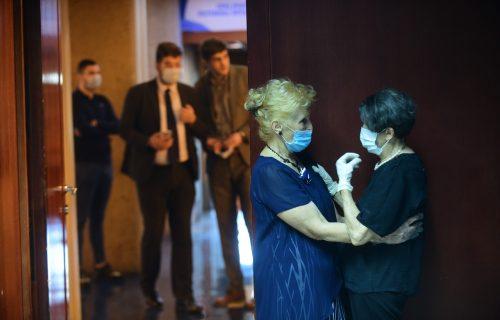 Isidorina majka ne može da sakrije bol: Na komemoraciji sa suzama u očima (FOTO)