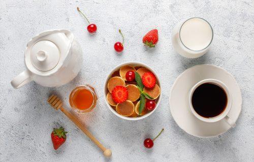 PAHULJICE a PALAČINKE: Neodoljiv, preukusan doručak sa voćem, za lepo i nasmejano jutro (FOTO+VIDEO)